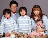 ハイヒールモモコさん家族写真